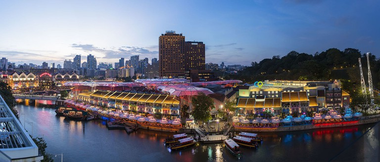 https://commons.wikimedia.org/wiki/File:1_clarke_quay_singapore_night_2014.jpg