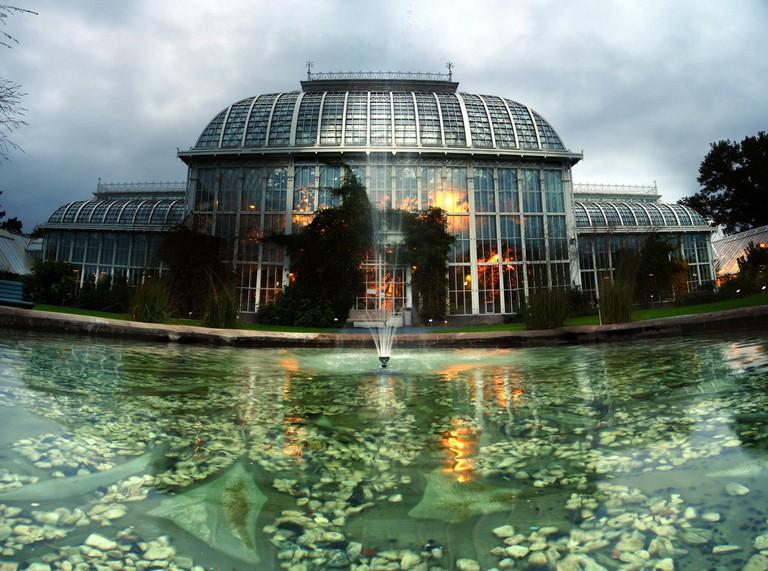 The glass house of the Botanical Garden/ Alexandre Duret-Lutz/ Flickr