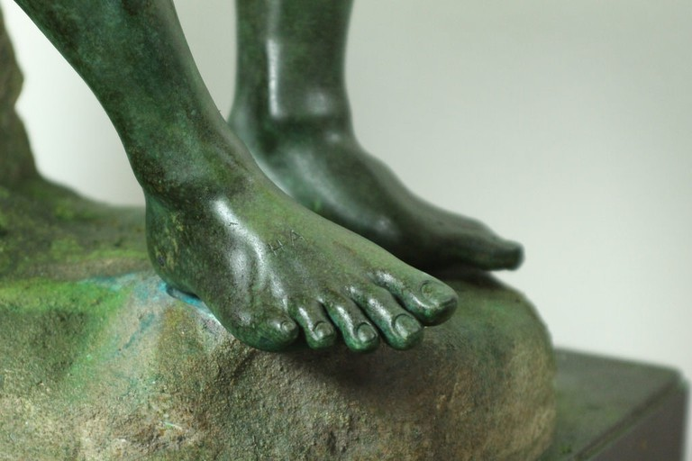 Greek bronze statue of boxer at rest