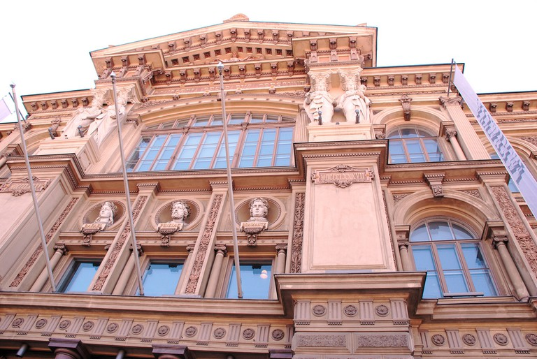 The front of the Ateneum/ Amy West/ Flickr