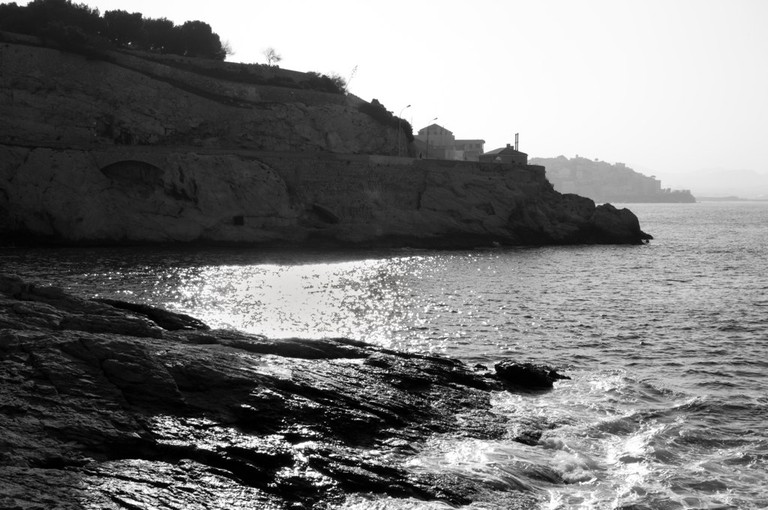 There are some wonderful rocky beaches along the Corniche Kennedy to discover