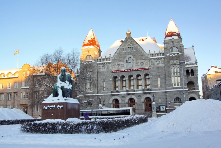 The theater and statue in winter/ Guillaume Baviere/ Flickr