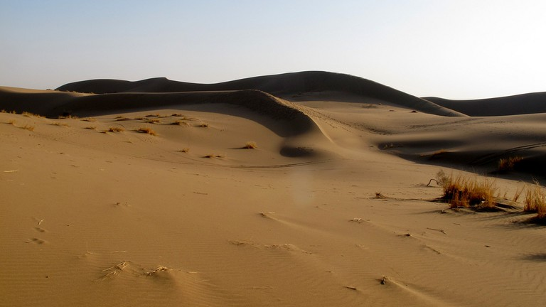The sand dunes of the Maranjab are a great place to hike or cycle