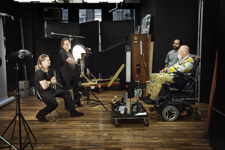 Chuck Close Shooting Brad Pitt | © Myrna Suarez