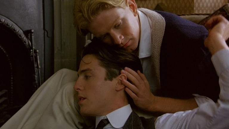 Clive Durham (Hugh Grant) and Maurice Hall (James Wilby) in Maurice