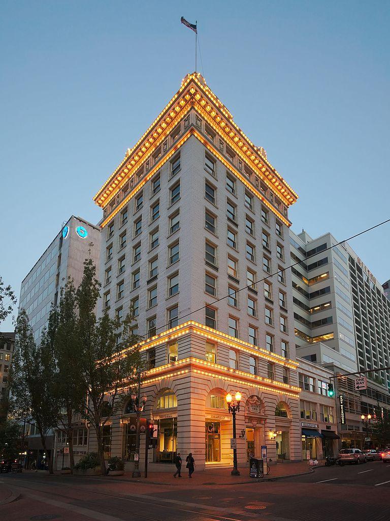 Jackson Tower at Dusk – Portland, OR | © Dllu/Wikimedia