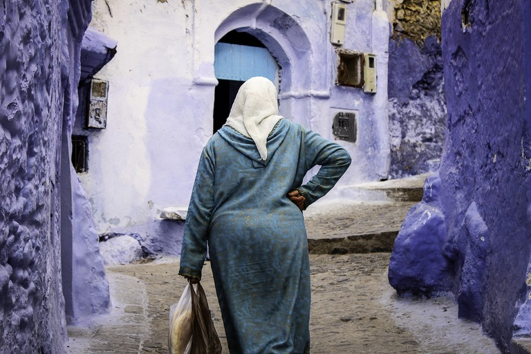 """<a href=""""https://www.flickr.com/photos/thomasmaluck/32648694362/"""" target=""""_blank"""">Moroccan lady walking through the streets"""