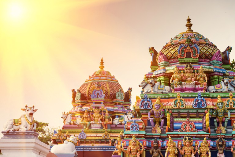 Beautiful view of colourful gopura in the Hindu Kapaleeshwarar Temple, Chennai, Tamil Nadu, South India | © Jayakumar / Shutterstock