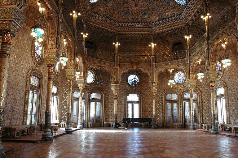 https://commons.wikimedia.org/wiki/File:Porto_-_Palau_de_la_borsa_-_Sala_%C3%A0rab.JPG