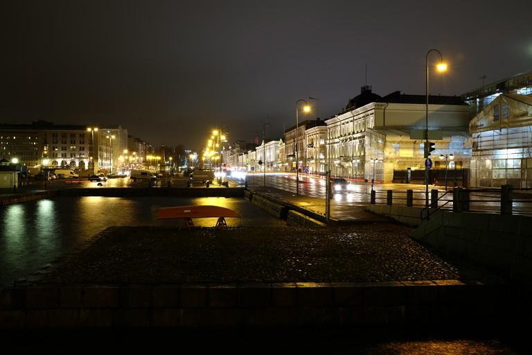 Helsinki after dark / Flavio Ensiki / Flickr