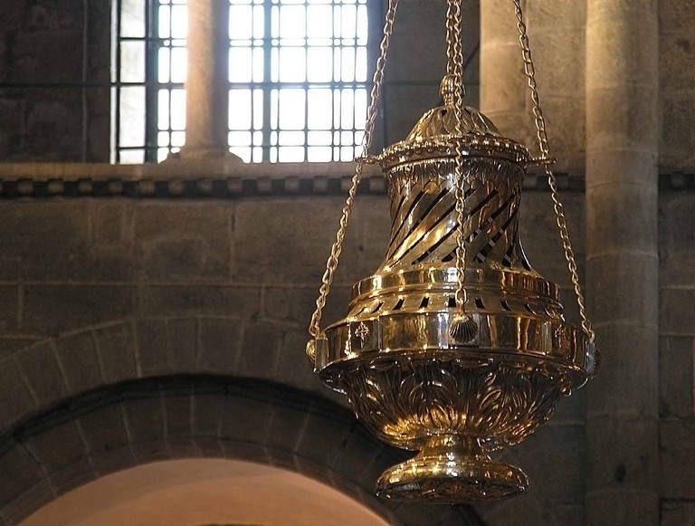 Santiago Catedral Botafumeiro | ©Luis Miguel Bugallo Sánchez / Wikimedia Commons