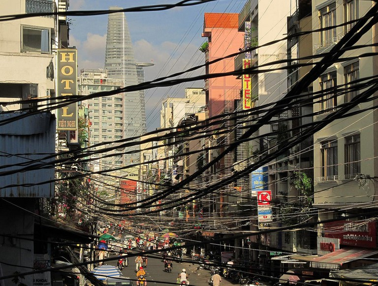 A cluster of electric wires in Ho Chi Minh City | © Soreen D / Flickr
