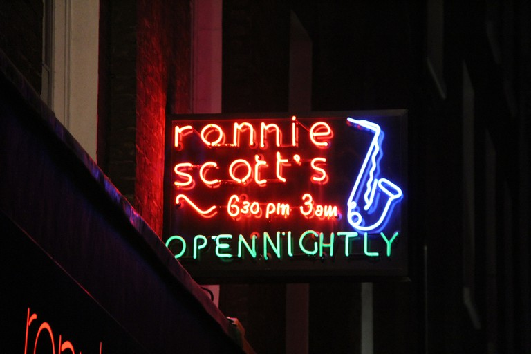Ronnie Scott's neon | © vjlawson2001/Flickr