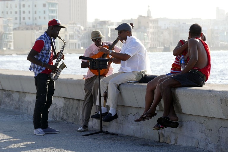 Cuban musicians at the Malecon
