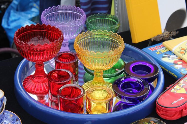Finnish glassware on sale at a flea market / Ilkka Jukarainen / Flickr