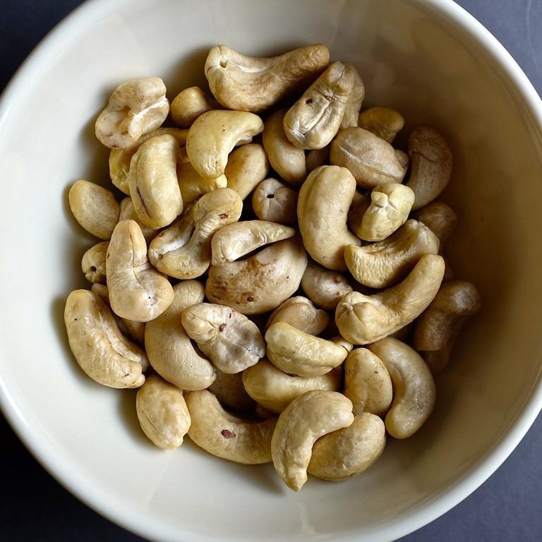 Raw cashews are very dangerous