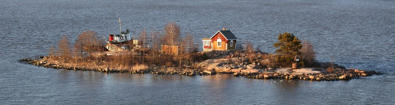 A private island on the Helsinki archipelago / Luke McKernan / Flickr