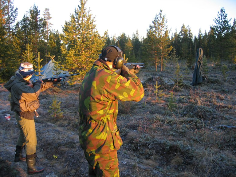 A hunting party at firing practice / Henri Bergius / Flickr