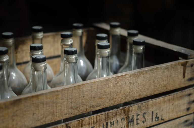 Stocking up on Midsummer alcohol/ Pixabay