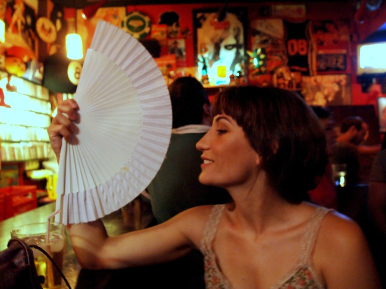 Carrying a fan is a great way to keep cool in Madrid