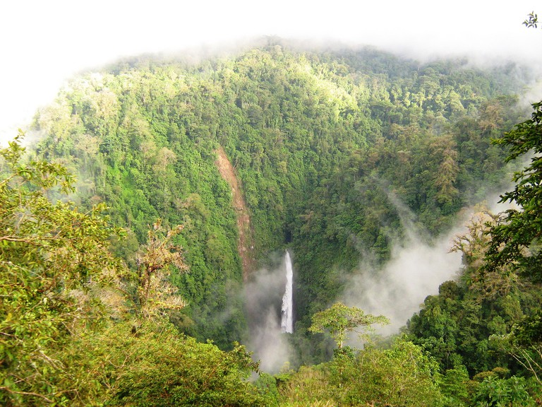 Cloud forests and waterfalls in Heredia
