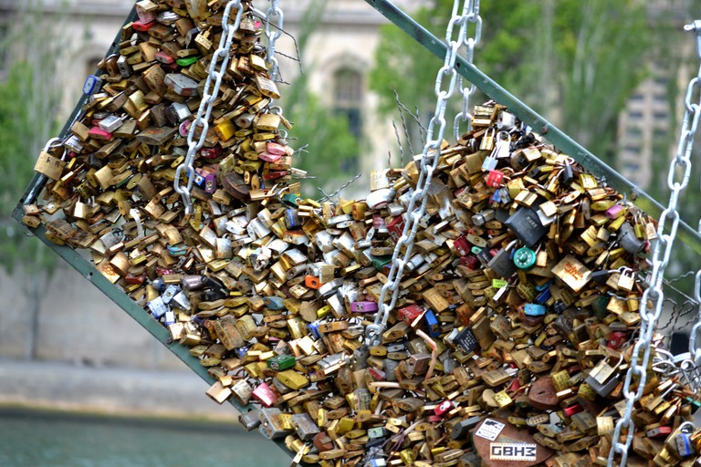 Love lock removal │