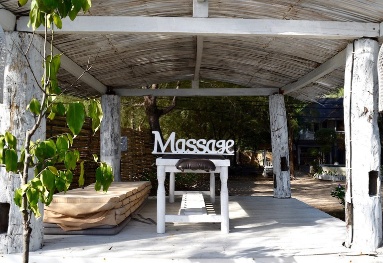 Massage Table in Gili T | © Nikki Vargas