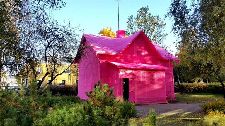 Olek, Our Pink House, Kerava, Finland. Hand crocheted 100% acrylic yarn over a house, 2016
