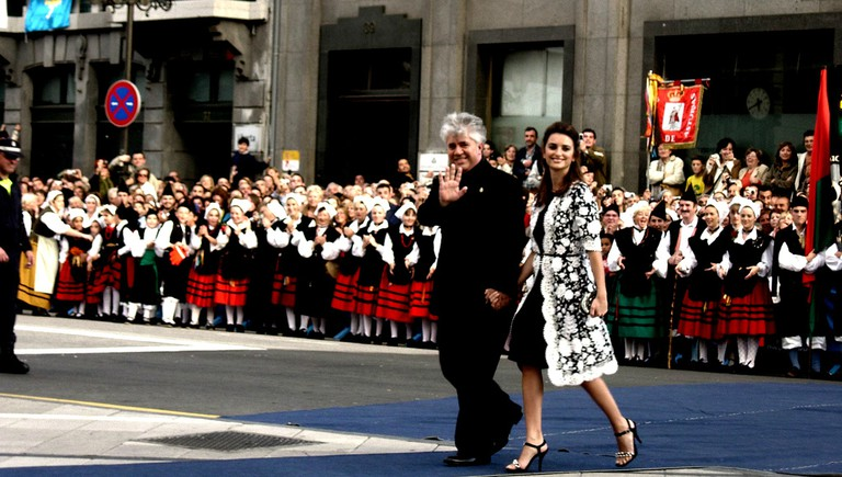 Pedro Almodóvar, one of the leading figures of La Movida, with Penélope Cruz