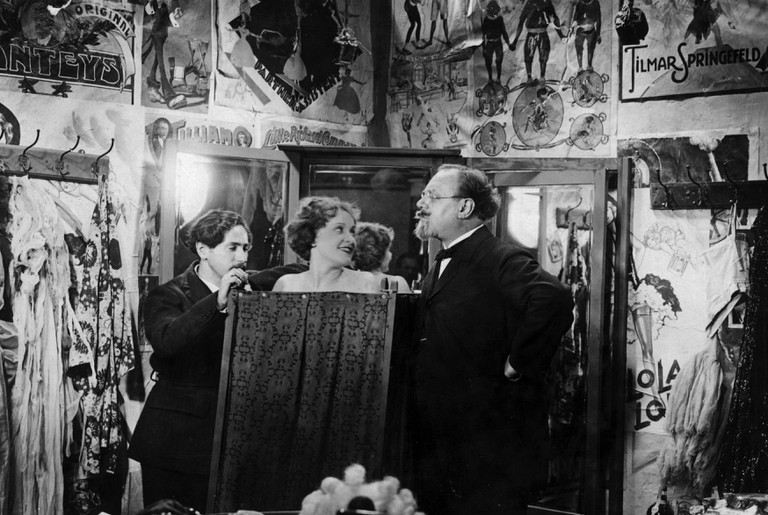 """Josef von Sternberg (left) directs Marlene Dietrich and Emil Jannings in """"The Blue Angel"""" at the Babelsberg Studio in Potsdam, 1929 or 1930"""