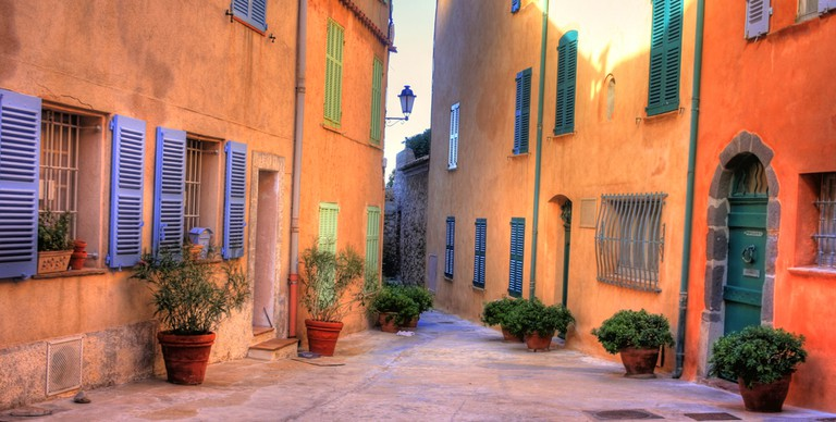 People love to wander through the slow enchanting villages of Provence