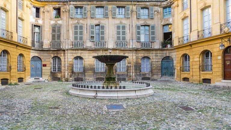 The fountain at the Place d'Albertas is a favourite tourist spot