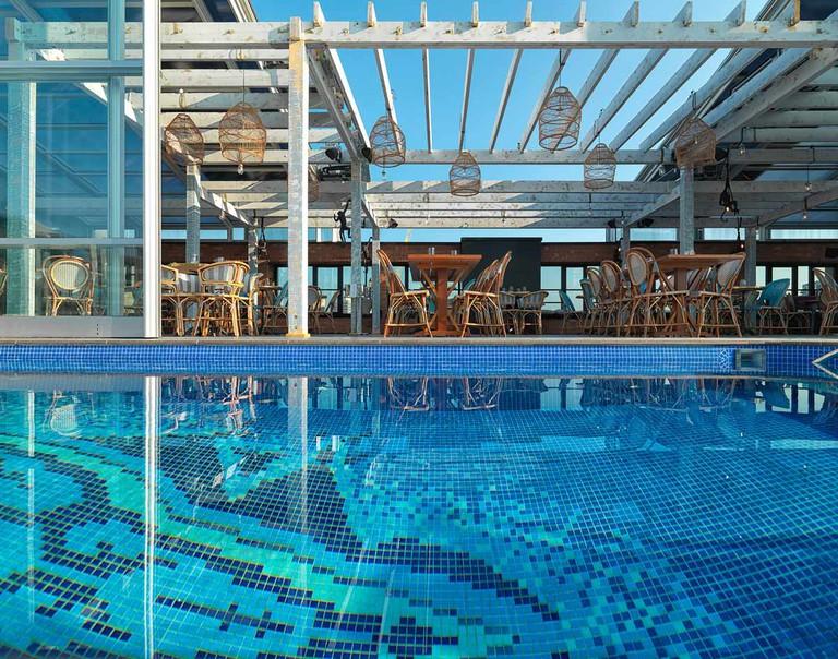 LIDO restaurant and pool   © Adrian Houston