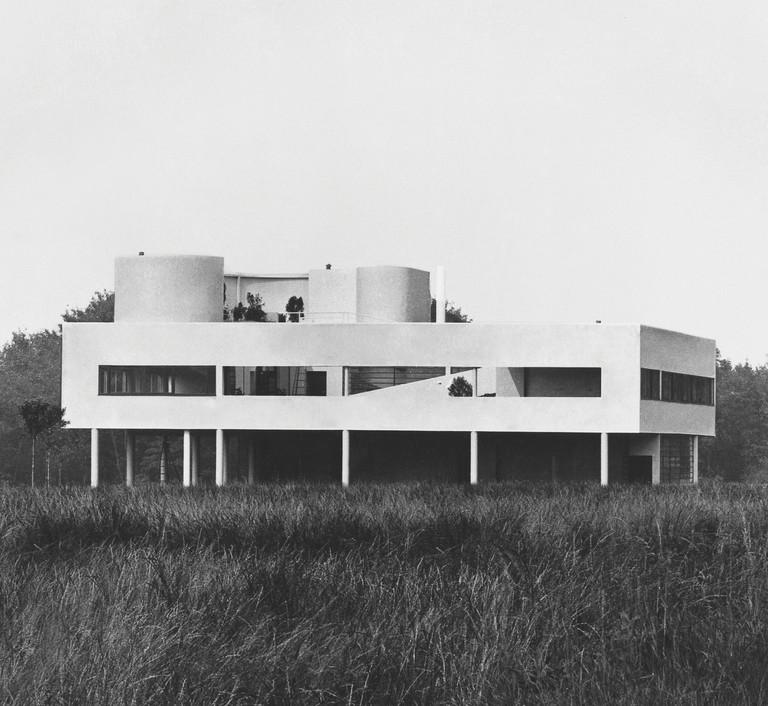 Le Corbusier: Villa Savoye, Poissy, France, 1929
