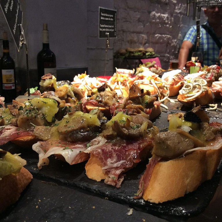 A pintxos bar in Bilbao | ©GastroyPolitica By FB / Flickr
