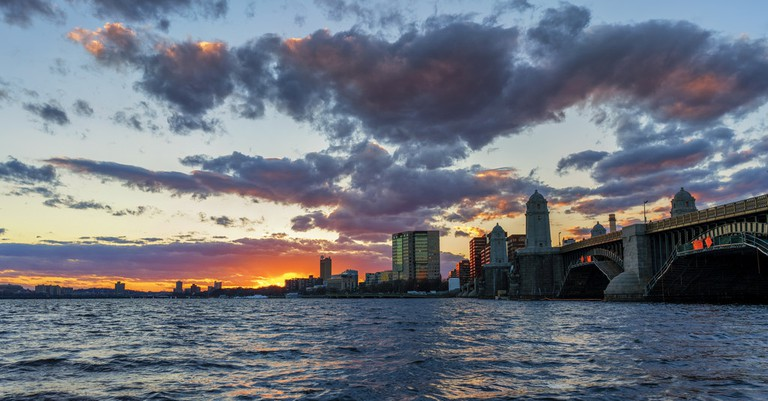 Sunset on the Charles River   © Jeff Turner/Flickr