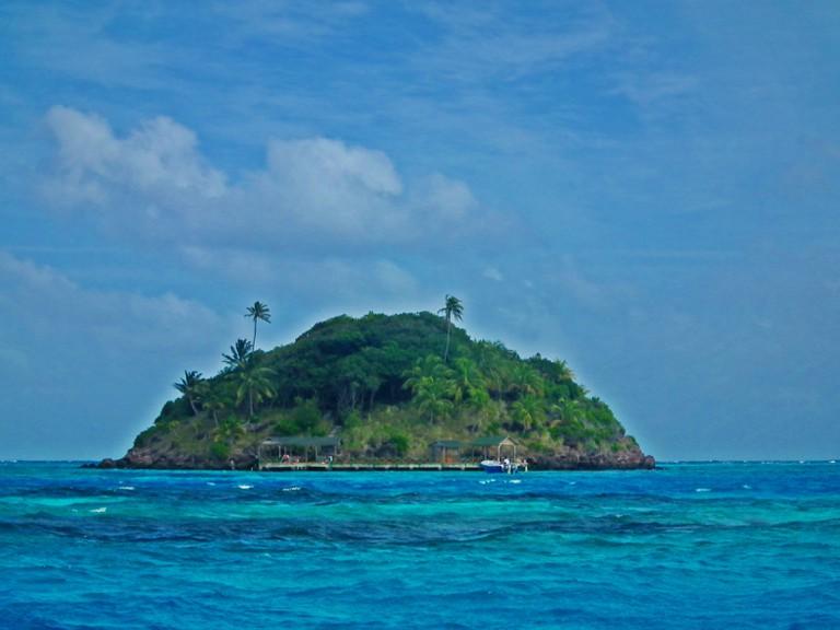 The tiny offshore island of Cayo Cangrejo near Providencia