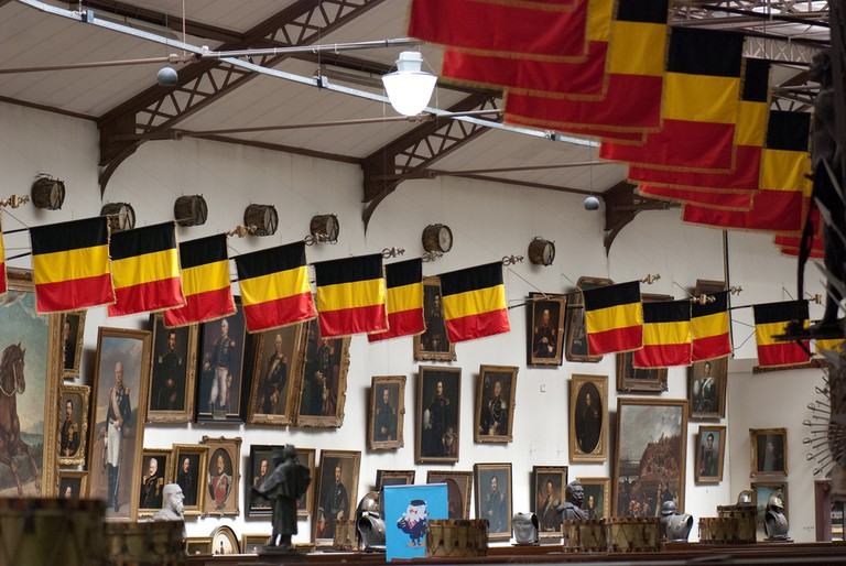 Belgian flags with trimmings of yellow fringe | © Thomas Quine / Flickr