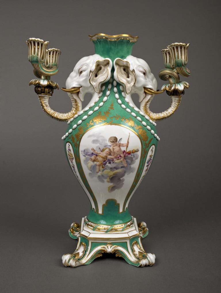 Vase à tête d'éléphant, Sèvres porcelain
