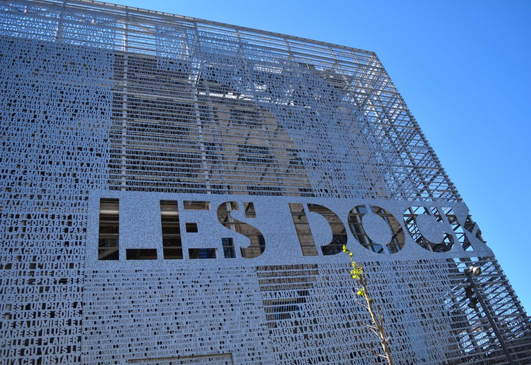 Les Docks is a mixed use office-commercial unit