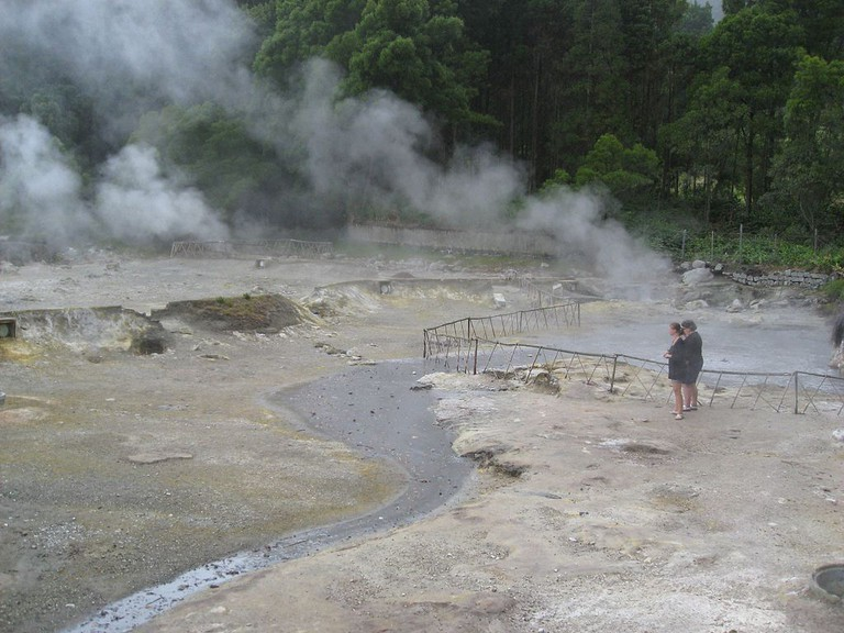 Order a meal that cooked in the volcanic earth