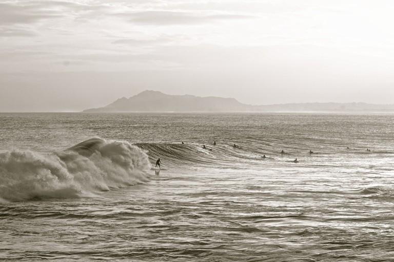 Surfers at China Walls, Hawaiʻi Kai