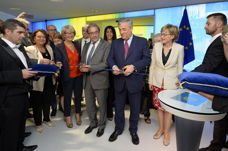 Antonio Tajani, President of the EU Parliament, and Roland Ries, Mayor of Strasbourg, cutting the ribbon of the parlamentarium on July 2, 2017