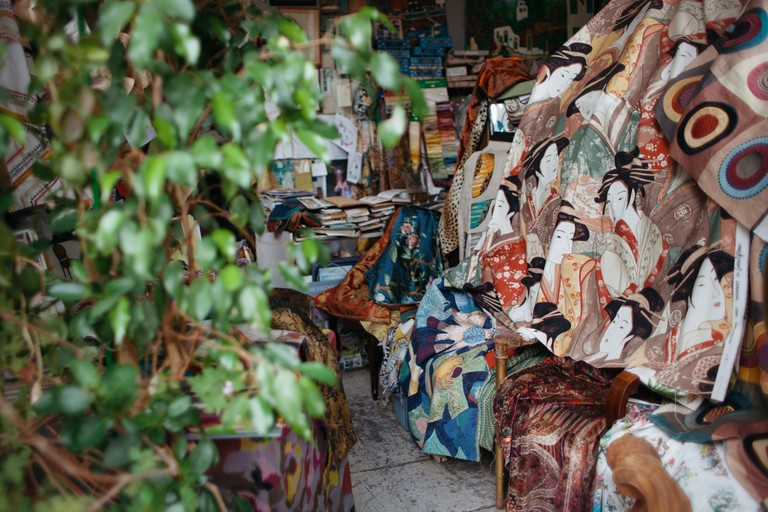 Montmartre tapestry shop │© Kim Grant for Culture Trip
