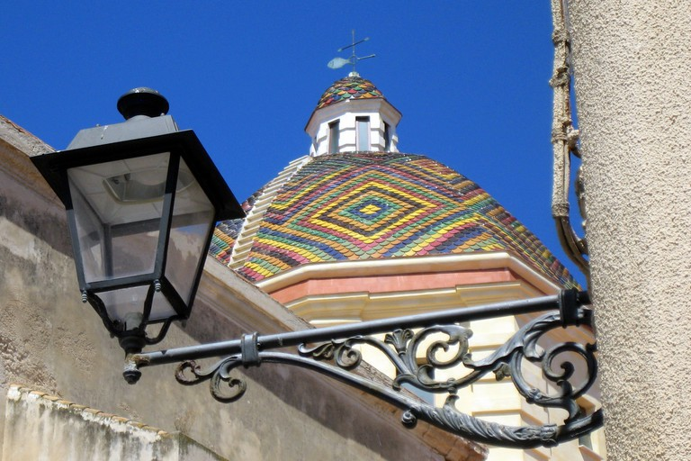 Multicolor dome of Alghero's cathedral, in Sardinia©Esteban Chiner:Flickr