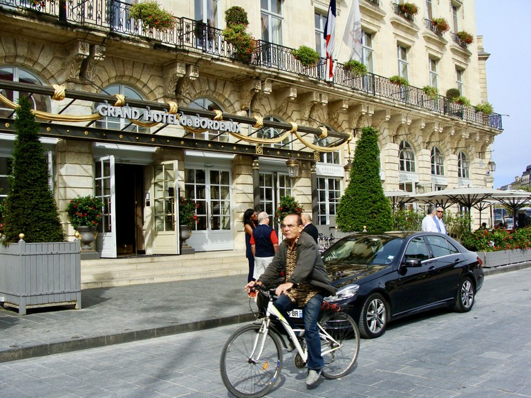 One of Bordeaux's many cyclists | © Jennifer Migan