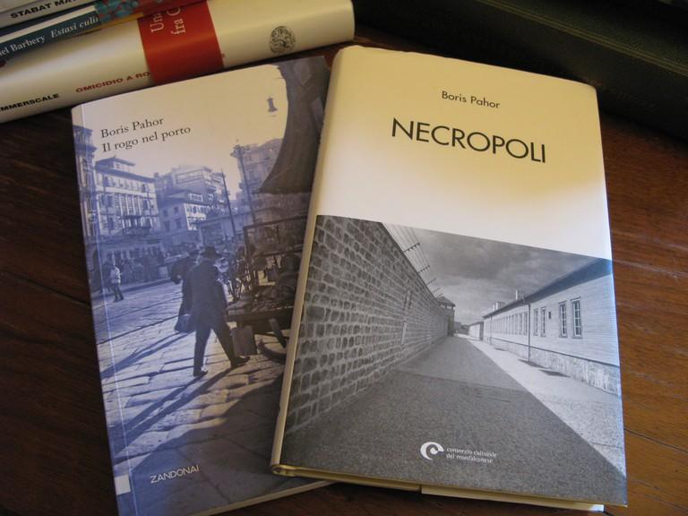Necropoli (Pilgrim Among the Shadows)│