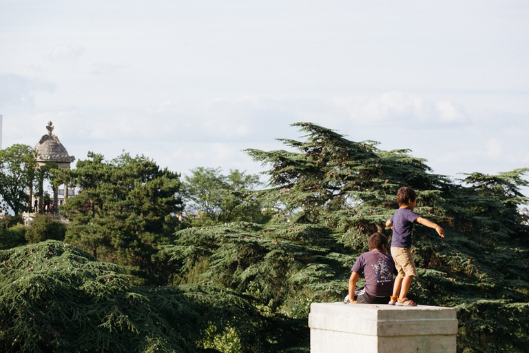 Playing at Parc des Buttes Chaumont │© Kim Grant for Culture Trip