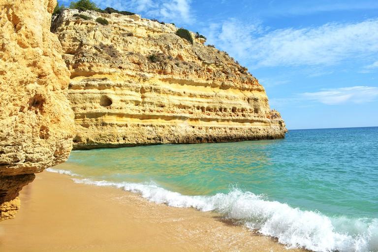 https://pixabay.com/es/praia-da-marinha-portugal-algarve-1786783/