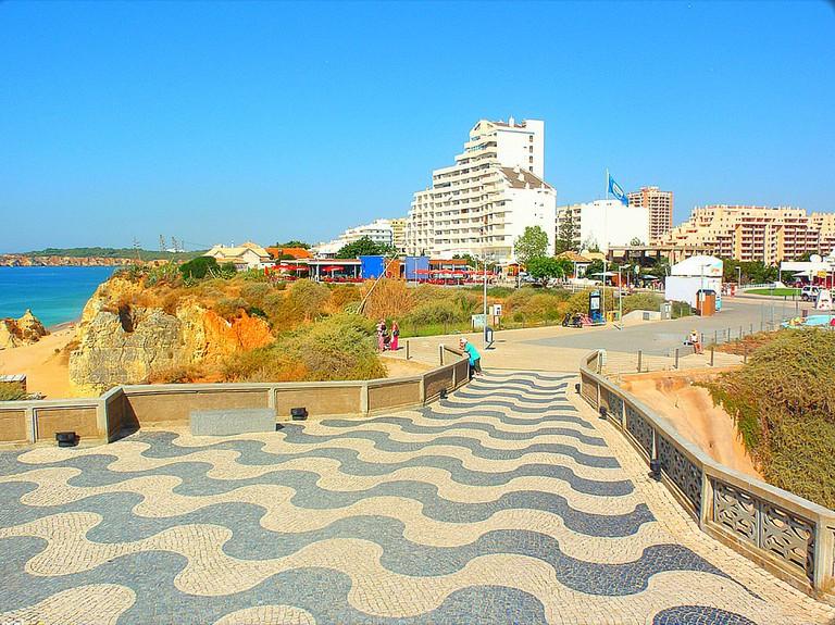 https://commons.wikimedia.org/wiki/File:Praia_da_Rocha_-_Portimao_(Portugal)_(10475912976).jpg